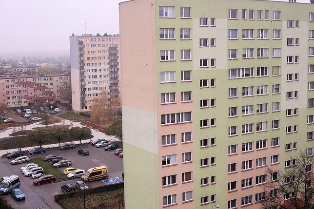 Łodzi. Dziecko wypadło z 11. piętra (zdjęcie ilustracyjne)