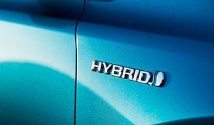 """Z raportu KPMG i PSPA pt. """"Motoryzacja na prąd"""" wynika, że blisko 4 na 10 przedsiębiorców zastanowiłoby się nad pojazdami hybrydowymi i na prąd, gdyby usłyszeli lepszą ofertę finansową"""