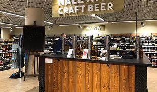 Jedną z nowinek, którą Eurospar proponuje klientom, jest stoisko z rzemieślniczym piwem, lanym do butelek prosto z beczek.