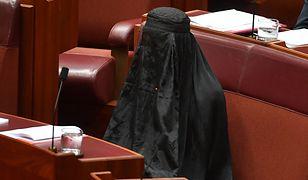 W czarnej burce przyszła na posiedzenie Senatu. Tak nawołuje do zakazu noszenia zasłon
