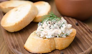 Pasta z makreli wędzonej. Jak przygotować rybny dodatek do smacznych kanapek?