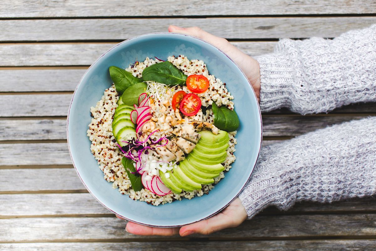 Co jeść, by złagodzić nieprzyjemne dolegliwości związane z zakwaszeniem organizmu?