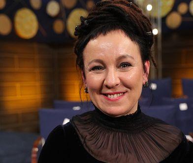 Olga Tokarczuk oddała pierwszą replikę medalu noblowskiego na aukcję WOŚP