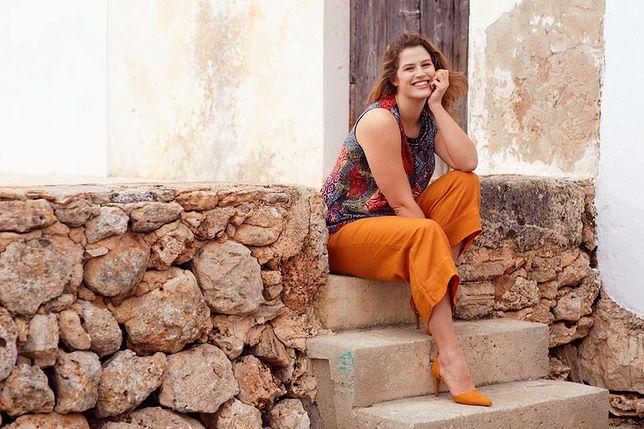 Barwne spodnie ożywiają stylizacje
