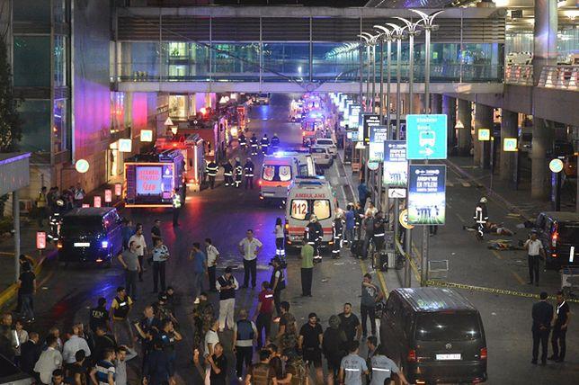 Dramatyczne nagrania pasażerów na lotnisku Ataturka w Turcji
