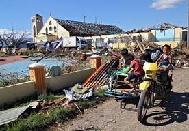 Zniszczenia na Filipinach po uderzeniu tajfunu Bopha w zeszłym roku</br>