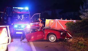 Tragiczny wypadek w Białobieli: toyota rozpadła się na pół
