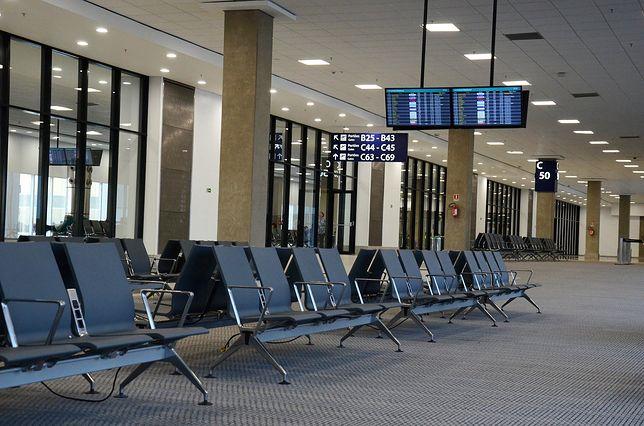 Przez koronawirusa lotniska opustoszały.