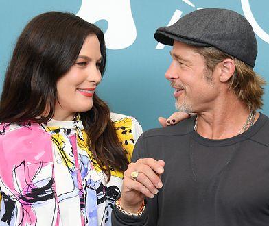 Brad Pitt i Liv Tyler podczas festiwalu w Wenecji
