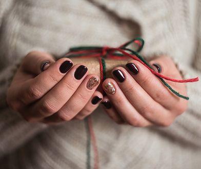 Znaleźliśmy zestawy prezentowe do hybrydowego manicure w kilku wariantach i cenach