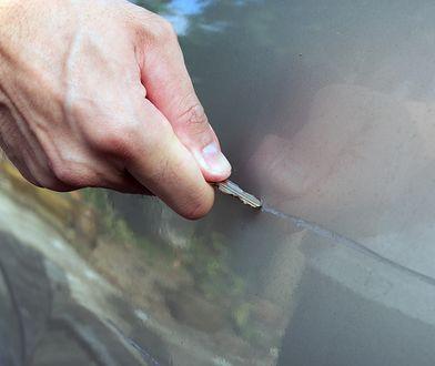Porysowany samochód znacznie traci na atrakcyjności