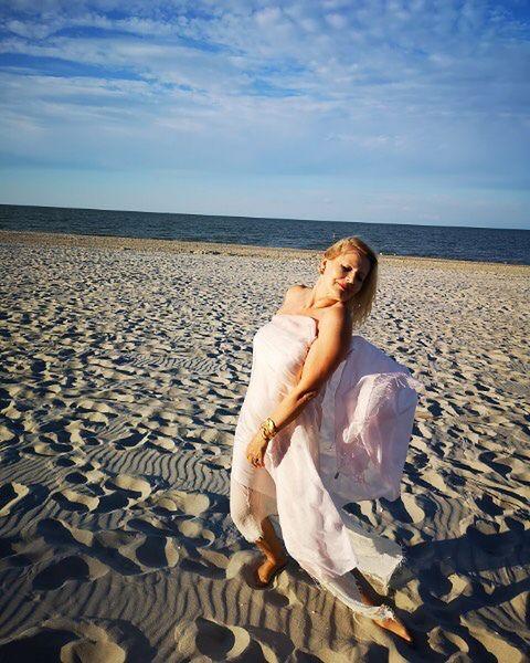 Grażyna Szapołowska na plaży