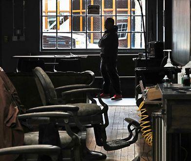 """Fryzjerzy działają w podziemiu. Lubią """"pić kawę ze znajomymi"""""""