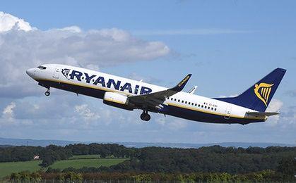 Ryanair króluje wśród pasażerów szukających tanich lotów. Wybierają niekoniecznie Londyn