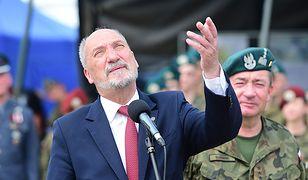 Macierewicz postawi pomniki w całej Polsce. Będą identyczne