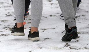 Pogoda w Tatrach nie rozpieszcza. W takim obuwiu spotkano turystów na Kasprowym Wierchu