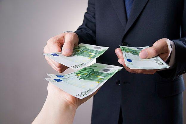 Przekaz czy przelew bankowy?