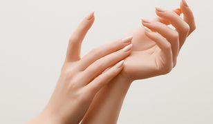 Lakiery hybrydowe nude - idealny manicure na co dzień