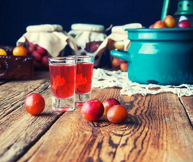 Nalewka ze śliwek. Jak zrobić jesienny napój pełen śliwkowej słodyczy?