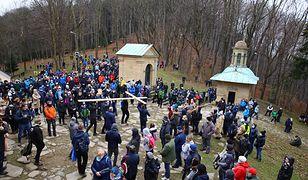 Tłumy wiernych w Kalwarii Zebrzydowskiej. Zdjęcia z sanktuarium
