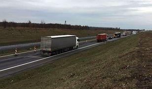 """Protest zorganizowano tuż przed wjazdem z """"gierkówki"""" na budowany odcinek autostrady A1"""