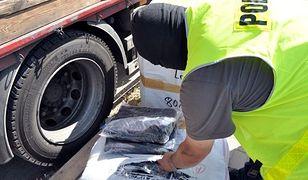 Policja znalazła ponad 4700 podrobionych ubrań. Były warte 2,2 mln zł