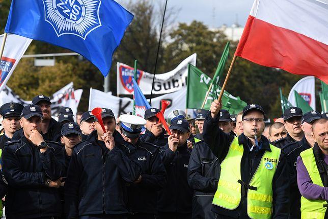 Protest mundurowych w Warszawie. Do związkowców wyszli tylko urzędnicy