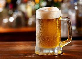 Pijesz piwo dla ochłody? Sprawdź, co dzieje się w twoim organizmie minuta po minucie