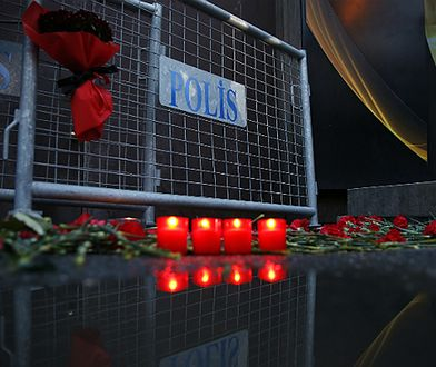 """Atak w Stambule, kwiaty i znicze przed klubem """"Reina"""""""