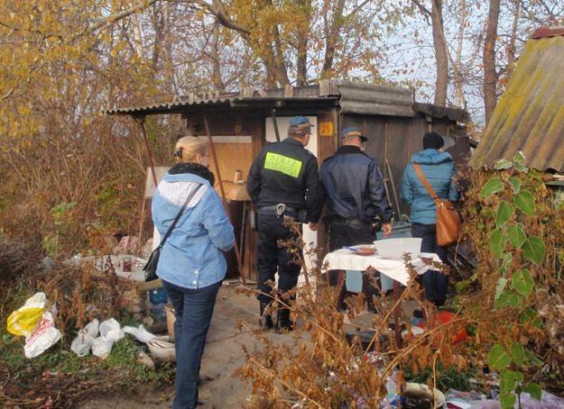 Strażnicy miejscy sprawdzają miejsca koczowania bezdomnych. W Kaliszu natrafiono na zwłoki
