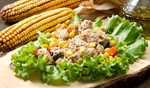 Nietypowa sałatka z tuńczykiem i kukurydzą