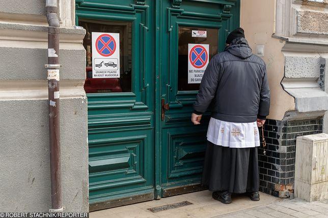 """Niektórzy księża ruszyli """"po kolędzie"""" jeszcze w listopadzie"""