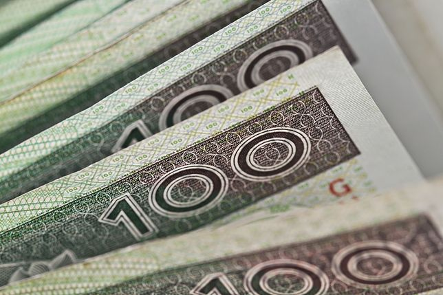 Kobieta zapłaciła fałszywą stuzłotówką. Banknot podrobił jej 14-letni syn