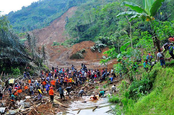 Lawina błotna w Indonezji zabiła co najmniej osiem osób