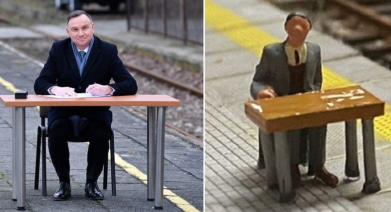 Stworzył dioramę z Andrzejem Dudą. Nawiązał do słynnego zdjęcia na peronie w Końskich