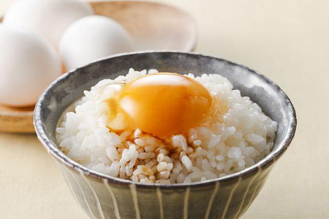TKG to ugotowany ryż z surowym jajkiem