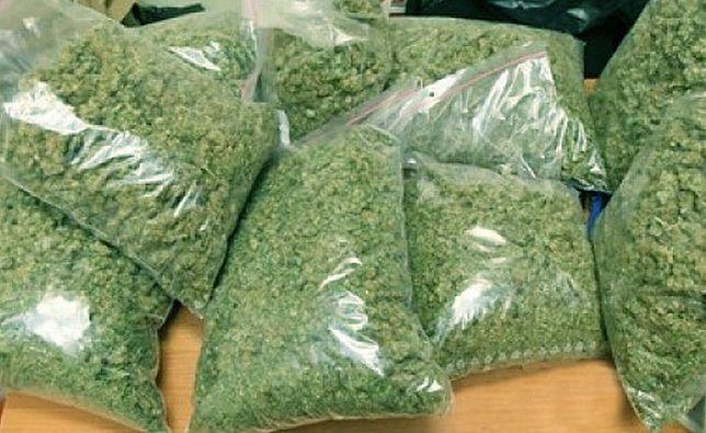 Część narkotyków zabezpieczonych przez warszawską policję.