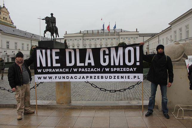 """Protesty pod Pałacem Prezydenckim """"GMO SieJe Zło"""""""