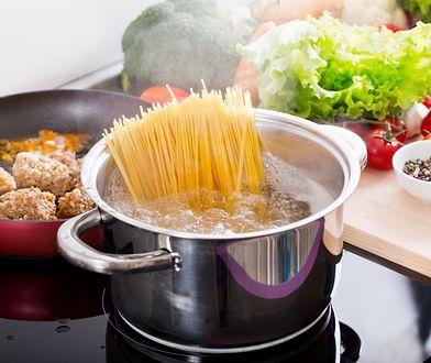 Makaron Spaghetti to jedna z najłatwiejszych potraw do przygotowania.