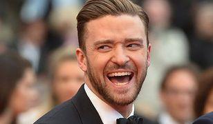 Justin Timberlake bije poduszki