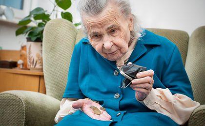 Niższy wiek emerytalny. Ile dokładnie stracą Polacy?
