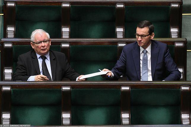 PiS rośnie, KO utrzymuje pozycję. Jest nowy sondaż Kantar. Na zdjęciu Jarosław Kaczyński i Mateusz Morawiecki