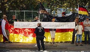 Niemiecka policja zatrzymała dziennikarza w czasie demonstracji Pegidy przeciwko Angeli Merkel w Dreźnie