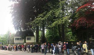 """Wybory do Parlamentu Europejskiego. Autorka bloga """"I'm not Swiss"""" sfotografowała kolejkę przed ambasadą RP w Bernie"""