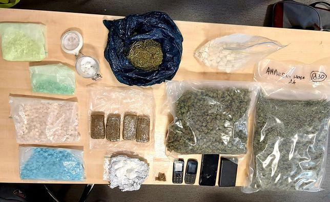 Warszawa. W mieszkaniu 36-latka znaleziono narkotyki