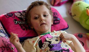 """Kolejne wybudzenie w Klinice """"Budzik"""". 8-letnia Laura wraca do zdrowia"""