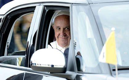82 tys. dol. za czarnego Fiata. Jeździł nim papież Franciszek