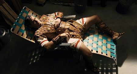 ''Ave, Cezar!'': Fikołki na stole [RECENZJA]