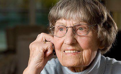 """Oszustwa """"na wnuczka"""" wciąż popularne. Starsi ludzie tracą oszczędności życia"""