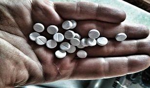 Aptekarze ostrzegają: leki kupowane poza aptekami mogą być groźne